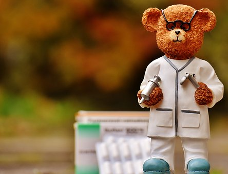 Dr. Bear - Miniature statue of a doctor with tools
